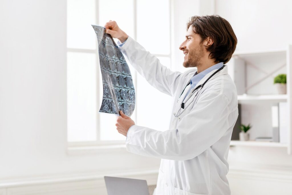 yound-doctor-checking-xray